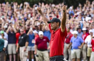 Tiger Woods winning PGA Tour Championship with large crowd
